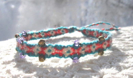 Unique friendship bracelets bespangled with colored beads and accessorized with switchable knot